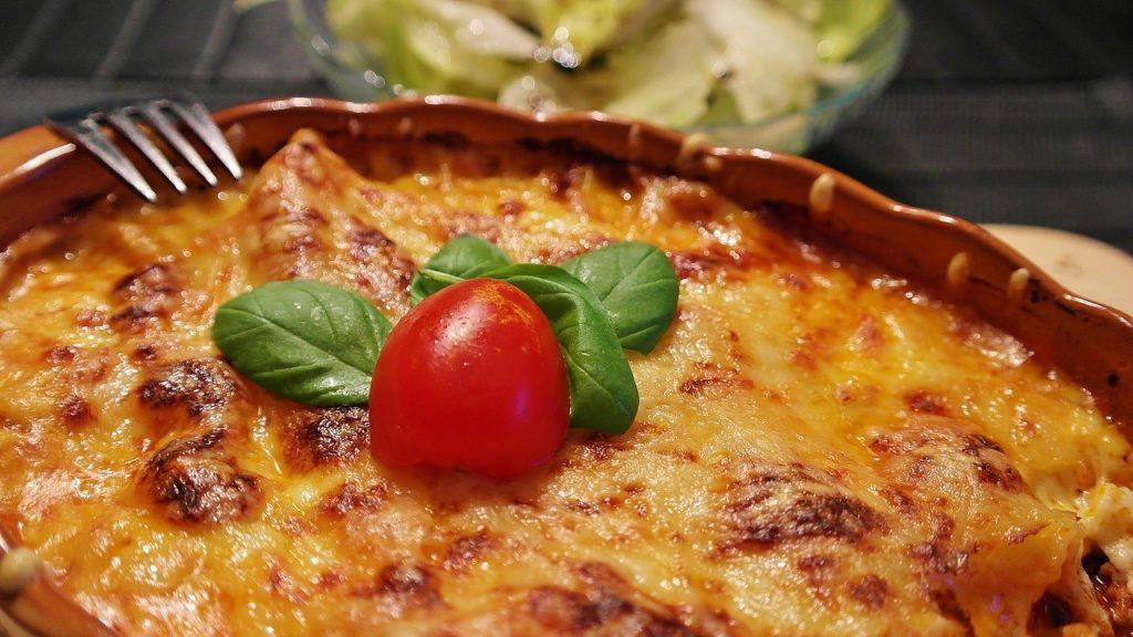 Ueberbackene Gerichte der Pizzeria da Piero in Oberhausen.